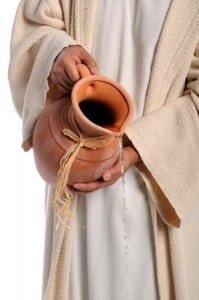 hands_of_jesus_Pouring_water